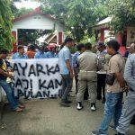 Gaji 2 Bulan Mandek, Puluhan Pegawai PDAM Jeneponto Gelar Aksi Unjuk Rasa