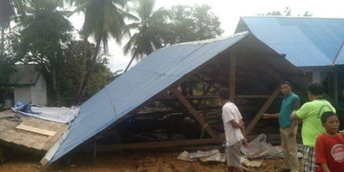 Diterjang Puting Beliung, Rumah Warga Desa Ulu Sawah Konut Ambruk