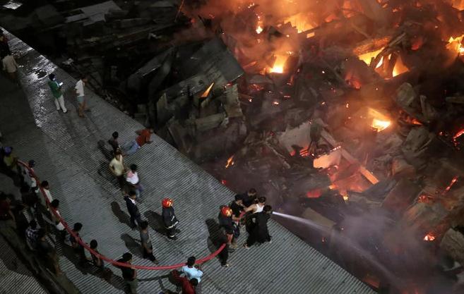 Kebakaran besar didaerah kumuh, Sekitar 10.000 Orang Kehilangan Tempat Tinggal
