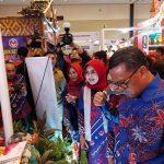 Musawarah Daerah (Musda) Dekranasda Nurdin Abdullah Sambangi Stand Jeneponto