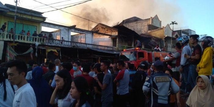 VIDEO : Diduga Akibat Korsleting Pasar Serasi Terbakar