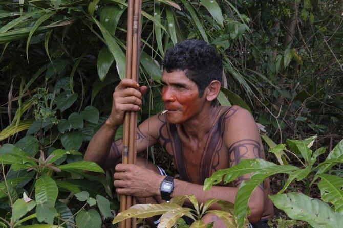 Suku Amazon di Brasil bersiap untuk berperang dengan Penebang Liar