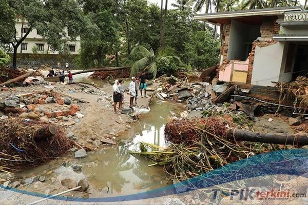 Banjir di India utara menewaskan 113 Orang