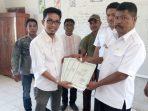 Disduk Capil Jeneponto Serahkan KK dan Akta Kelahiran Kepada Siswa SD Secara Gratis