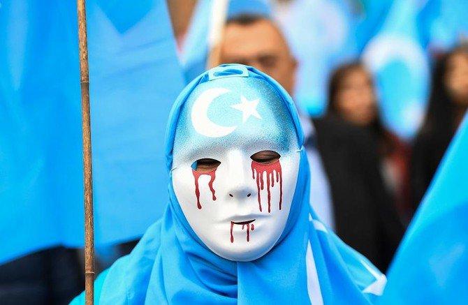 Muslim Indonesia lakukan aksi protesatas penindasan Cina terhadap Islam Uighur