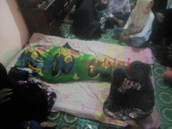 Suwardi Umur 44 tahun pekerjaan wiraswsta Alamat di Jln. Mangga lorong 3 Kelurahan Macege Kecamatan tanete Riattang