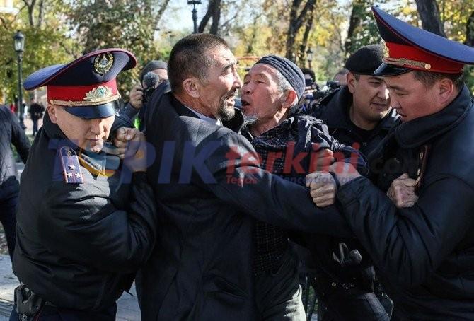Polisi Menahan 26 Demonstran Anti Pemerintah di Kazakhstan