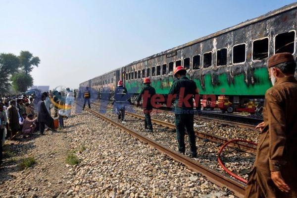 Kebakaran Kereta Api Tewaskan 74 Penumpang di Pakistan