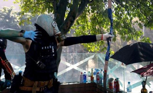 SADIS....!! Demonstran Gunakan Panah Saat Rusuh