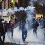 Bentrokan sengit Pendukung Presiden yang mundur dan Polisi Tewaskan 4 Orang