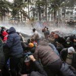 Polisi Georgia menahan Demonstran yang menuntut Pemilihan dipercepat