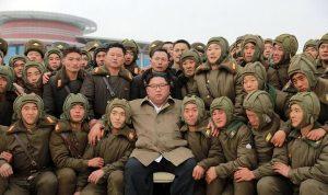 Harapkan Pasukan Tak Terkalahkan,Kim Jong Un mengawasi latihan militer Korea Utara