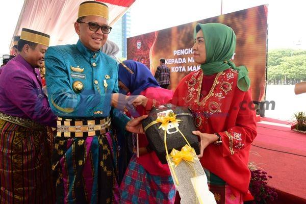 HUT Makassar Bertabur Penghargaan dan Bantuan