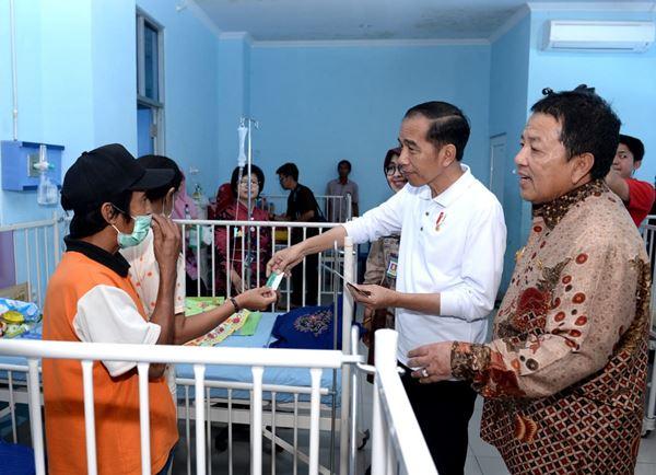 Presiden RI Jokowi Bersama Gubernur Lampung Arinal Meninjau RSUD-AM
