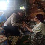 Polantas Peduli, Satlantas Polres Bone berikan bantuan kepada Nenek yang Lumpuh dan hidup sebatangkara