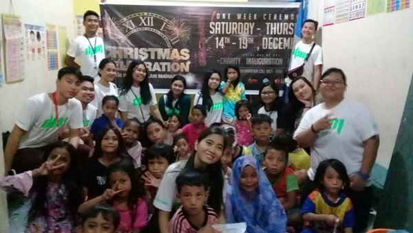 Berbagi kasih Seminggu, DPM Prisma Manado Berikan Bantuan Bagi Anak-Anak Pasar Bersehati