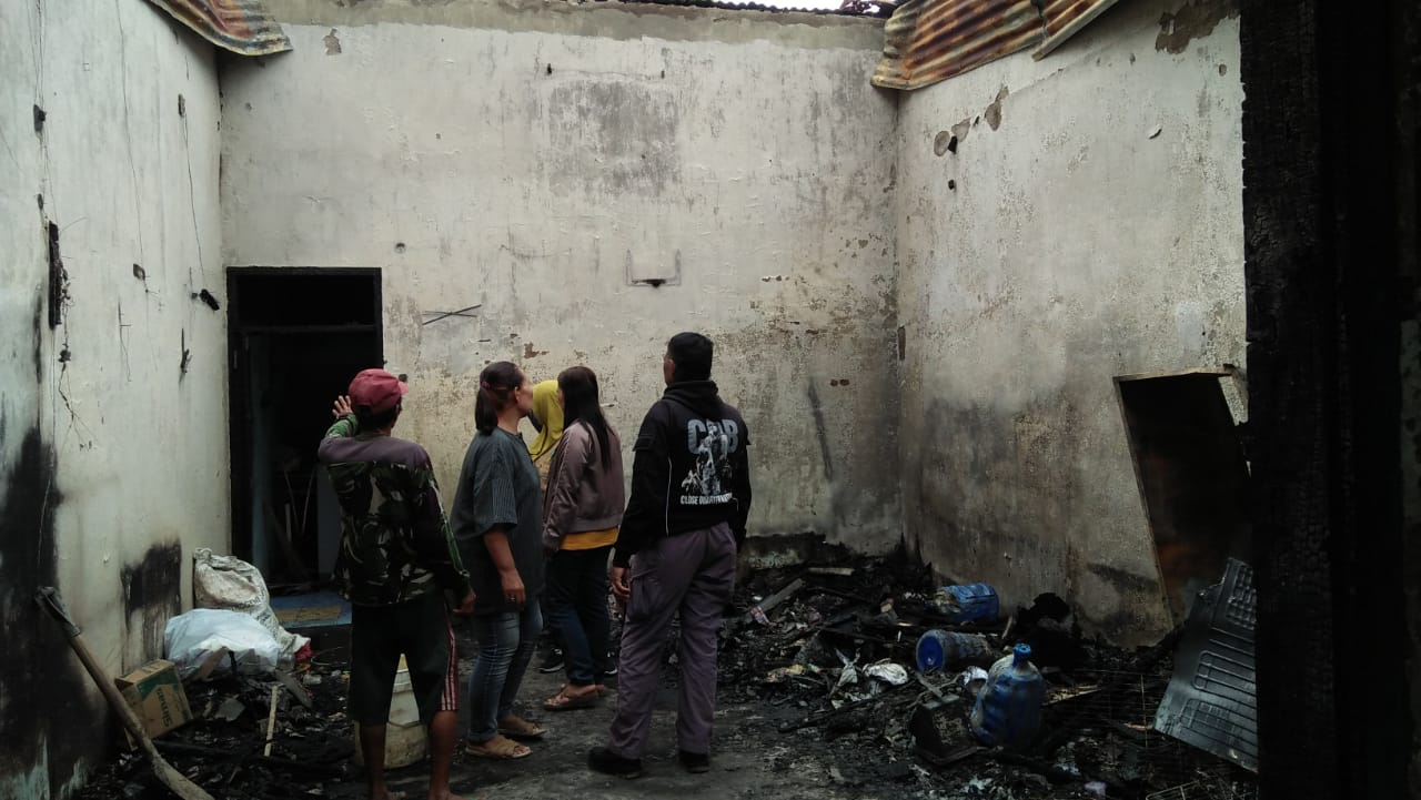 Peduli Kemanusiaan, Komunitas Sedjum Takalar Sambangi Korban Kebakaran di Kacci-kacci