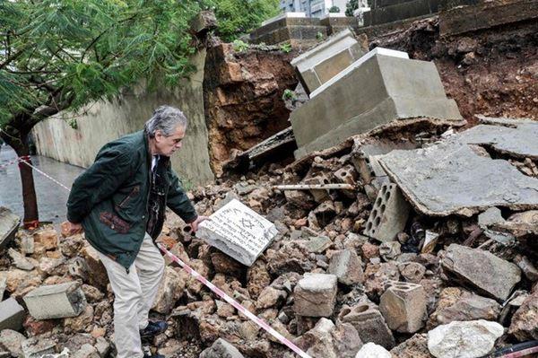 Banjir Lebanon menyapu kuburan Yahudi
