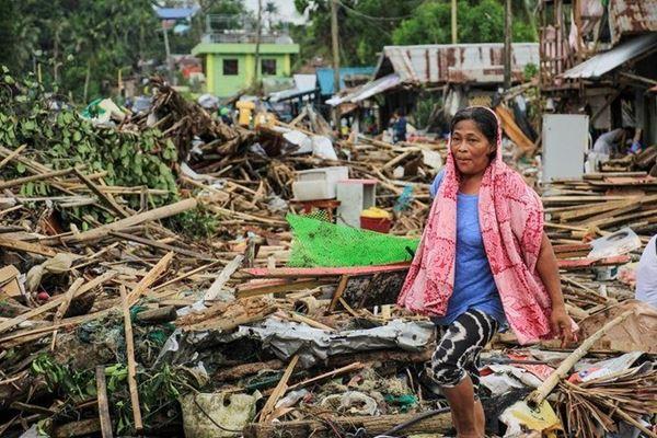 Badai tropis merusak perayaan Natal bagi ribuan orang Filipina