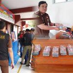 Terpidana Kasus Korupsi Mantan Kepala Desa di Bone Menyerahkan diri dan Lakukan Pengembalian Dana