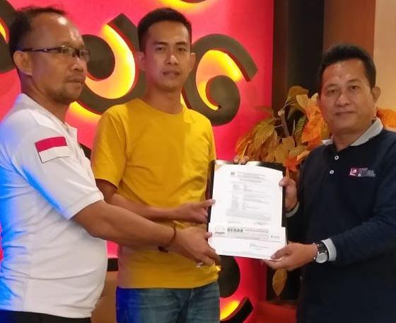Ketua DPD GERAK INDONESIA Sulsel Serahkan Mandat Calon Ketua DPC GERAK INDONESIA Kota Makassar