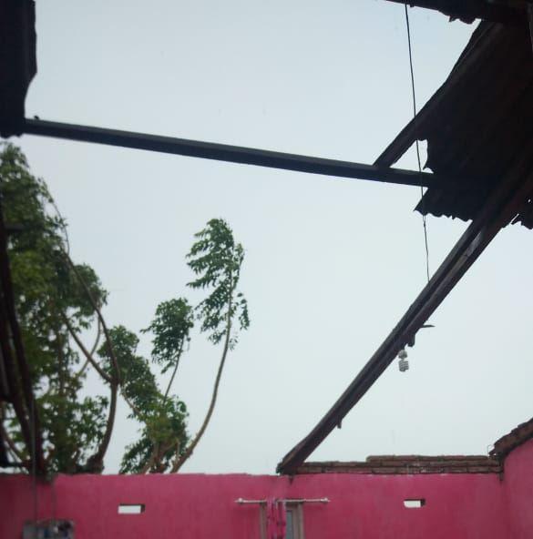 Diterjang Angin, Rumah warga Empoang Selatan Porak-poranda