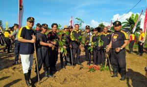 Dukung Program Kapolri, Personil SENKOM Makassar Tanam Pohon