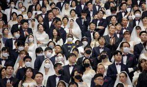 Pernikahan Massal Korea Selatan menarik Puluhan ribu orang meskipun ada kekhawatiran akan virus