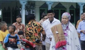 Silaturahmi ke Kampung Bontoa, Balo Bupati Pangkep Drs H.Rahman Assegaf disambutwarga dengan antusias