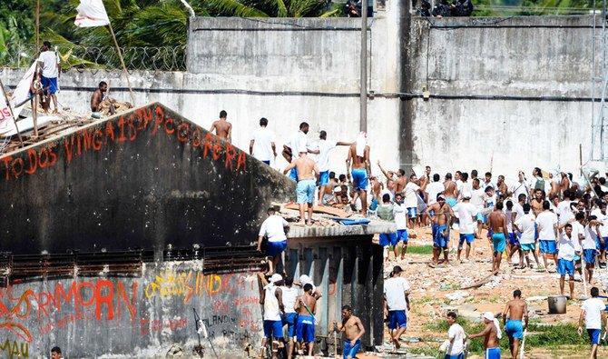 Ratusan narapidana melarikan diri dari penjara jelang penguncian virus corona
