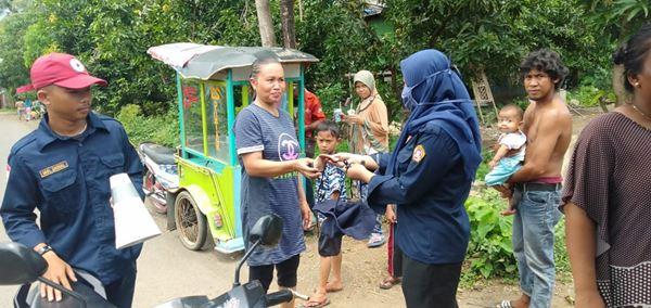 Cegah Penyebaran COVID-19, Karang Taruna Desa Barana bagikan Masker