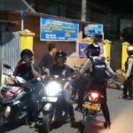 Polisi Bubarkan Kerumunan remaja di Bone saat potroli Mobile