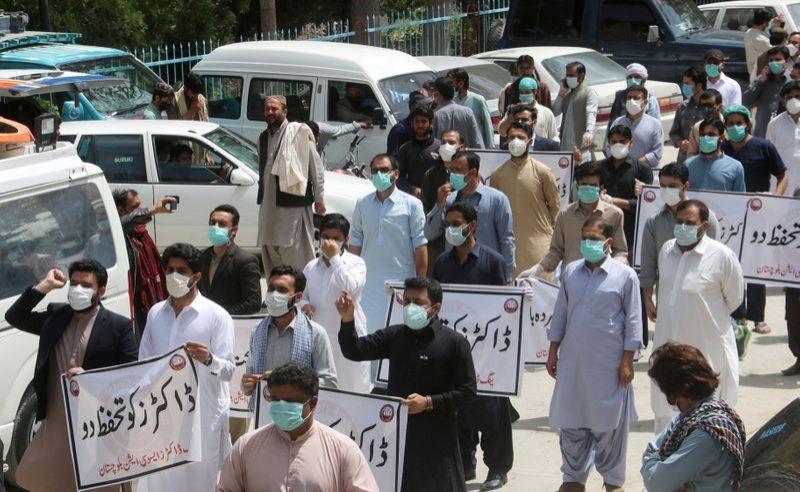 Alat Perlindungan Diri Kurang, Dokter di Pakistan Mogok kerja