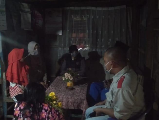JAPIK Sinjai Serahkan Paket Sembako Kepada warga Kurang Mampu di Gunung Perak