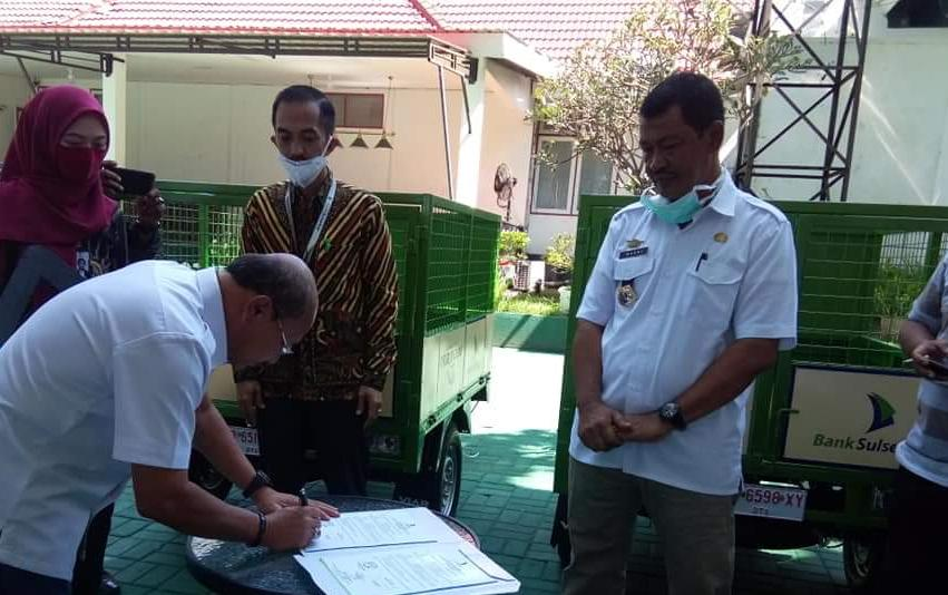 Bank sulselbar Jeneponto serahkan 2 unit kendaraan sampah