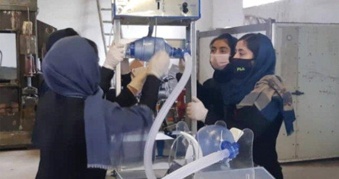 Tim Robotika Afghanistan membangun ventilator COVID-19 dari suku cadang mobil Corolla