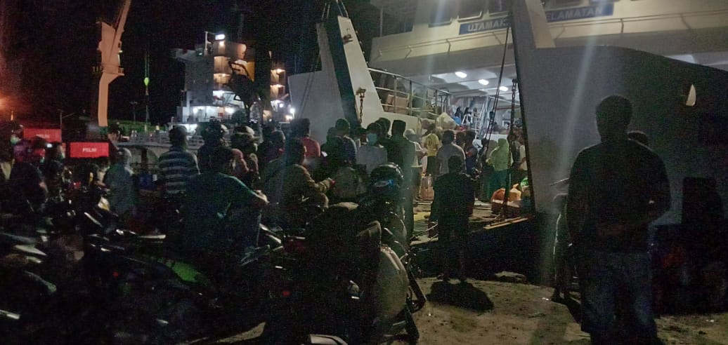 Aneh Tapi Nyata, Sudah Bayar Biaya Angkutan Dumptruk Tak Lolos Naik di Kapal Feri