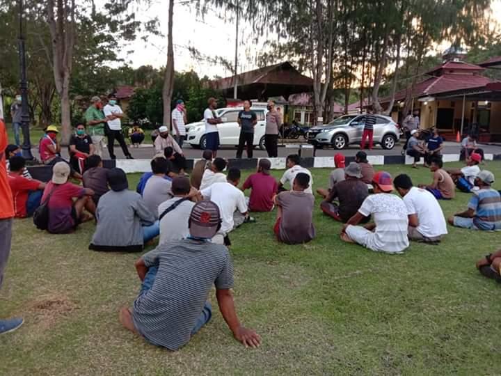Gegara Pembongkaran Lahan II, Puluhan Warga Desa Woekob Datangi Polres