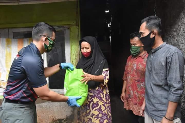 Peduli Warga di Musim Covid-19, Perwira TNI Lulusan AKMIl 2020 Bogor Salurkan Sembako