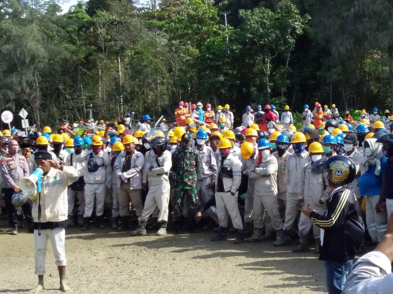 Merasa Tuntutannya Diabaikan, Ribuan Massa Aksi Brutal Geruduk Mangate PT IWIP
