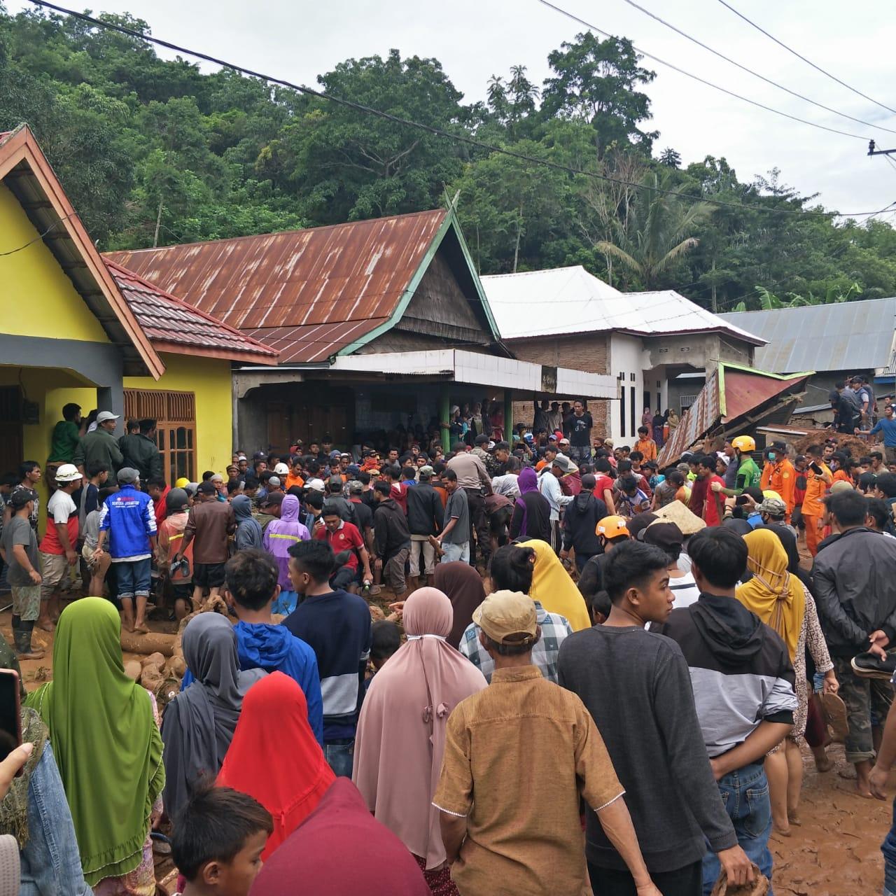 Koban Tanah Longsor Warga Sarroanging Desa Bontomanai Ditemukan Tertimbun Tanah