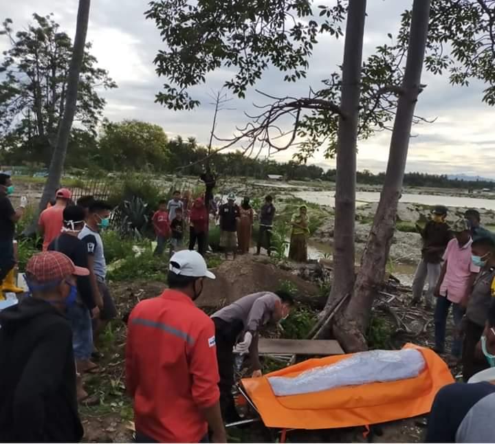 Mayat Laki-laki tanpa Identitas yang ditemukan Warga di Pesisir Laut Arungkeke Telah di Makamkan