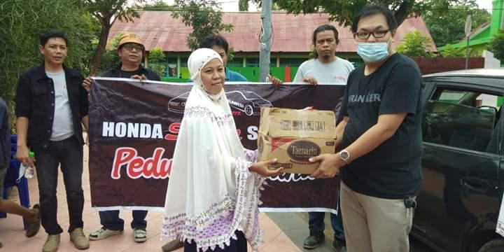 Peduli Korban Banjir Bantaeng, SEMUT Indonesia Bersama HSS dan CODAS Serahkan Bantuan Sembako