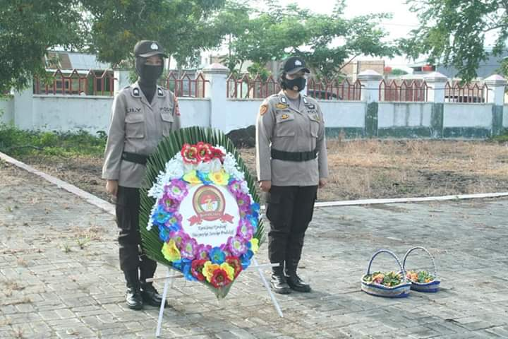 Peringati Hari Bhayangkara ke 74, Polres Jeneponto Ziarah ke Makam Pahlawan