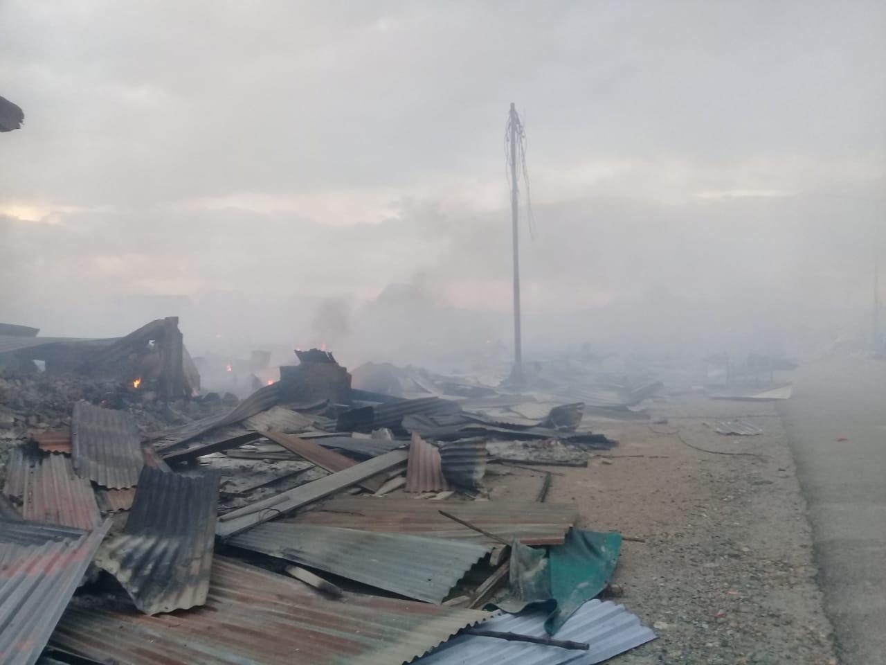 Kobaran Api yang begitu besar Ratakan Kios kios yang ada di Pasar Laino Muna