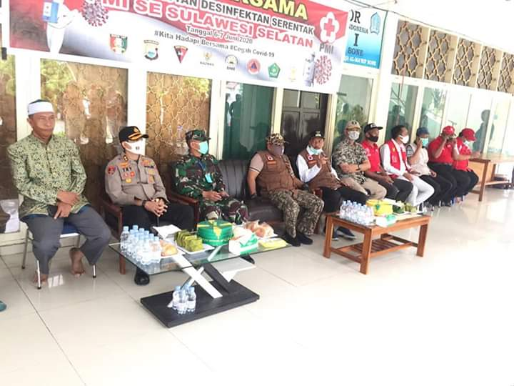 Menuju New Normal, Sejumlah tempat Ibadah di Kabupaten Bone disemprot Desinfektan
