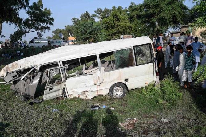 Kereta menabrak bus yang membawa peziarah Sikh di Pakistan tewaskan 20 orang