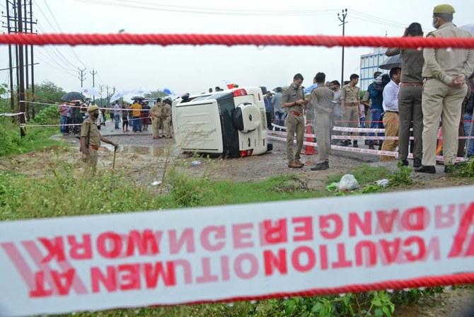Kehebohan setelah polisi India menembak mati gangster