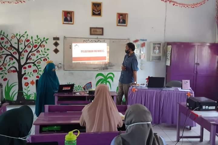 Guru-guru SDN KoSamJa Buat Buku Pengalaman PJJ Selama Pandemi Covid-19