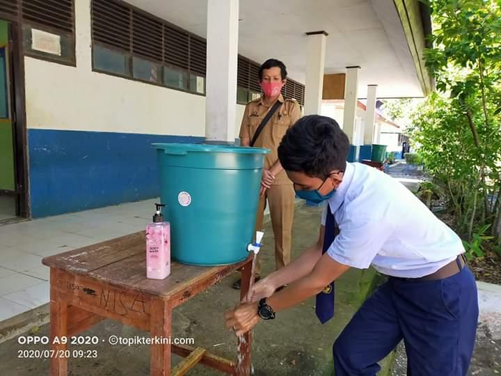 Tatap muka antar siswa dan guru SMP Negeri 1 Bangkala Barat dengan Protap Kesehatan Covid-19
